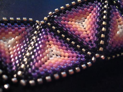 Bracelet Triangles mauve-noir