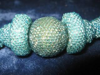 Collier Bleu en perles perlées