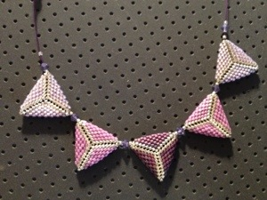 Collier triangles Peyote