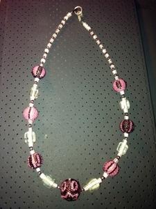 Collier à perles perlées roses