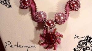 "Collier ""waves"" en vieux rose"