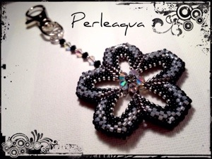 "Porte clés flower power ""black soul"""