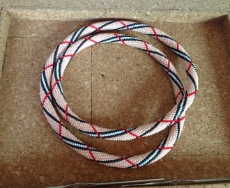 collier-collier-en-crochet-motif-burberry-9901813-images-0-1410603209-7f3d1_big